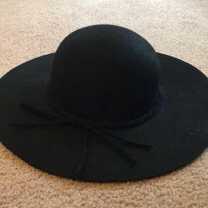 EUC Floppy Hat ⭐️